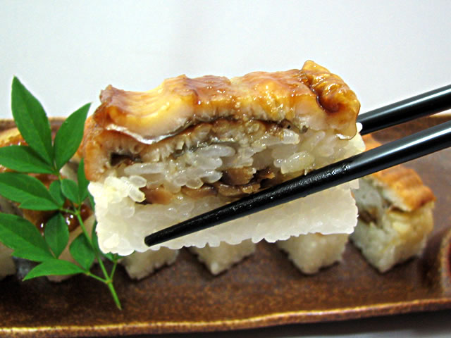 焼いて蒸すからこの旨さ『美園の焼き蒸し穴子寿司』